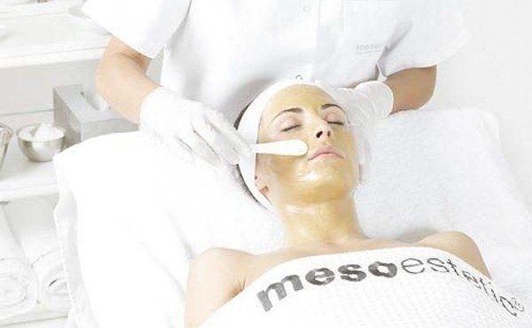 centro certificado en tratamientos antimanchas en Granada Aplicacion en cabina cosmelan