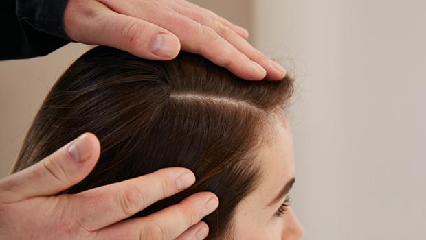la mejor peluquería en Granada_análisis cuero cabelludo