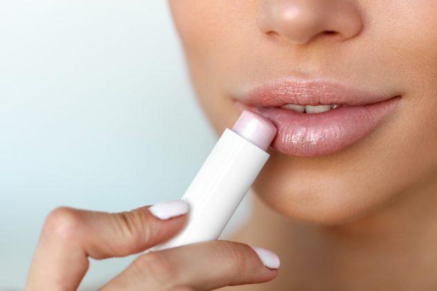 consejos para cuidar tu piel del frío bálsamo labial