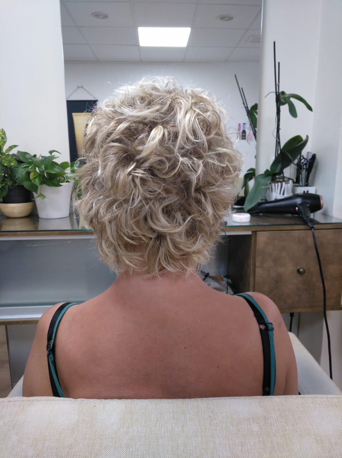 ondas surferas con el cabello corto